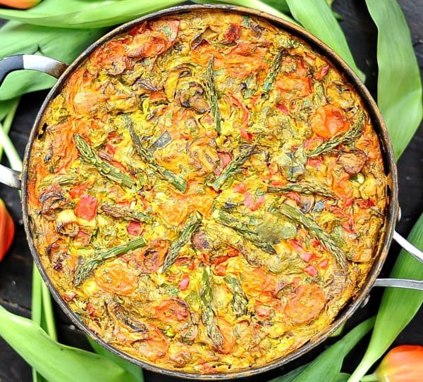 Vegan frittata with asparagus