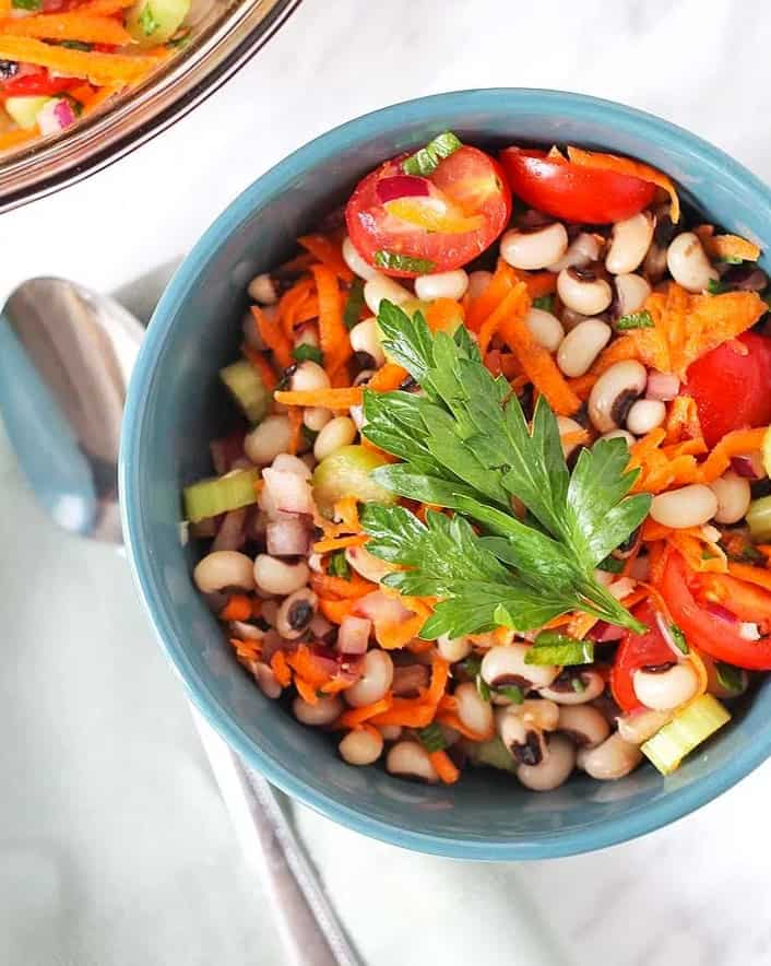 black-eyed peas, tomatoes, carrots, scallions in a bowl