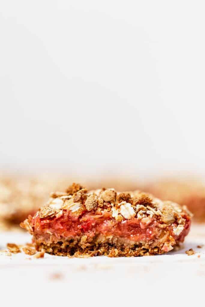 strawberry rhubarb bar sliced